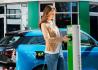 woman-charging-Duo